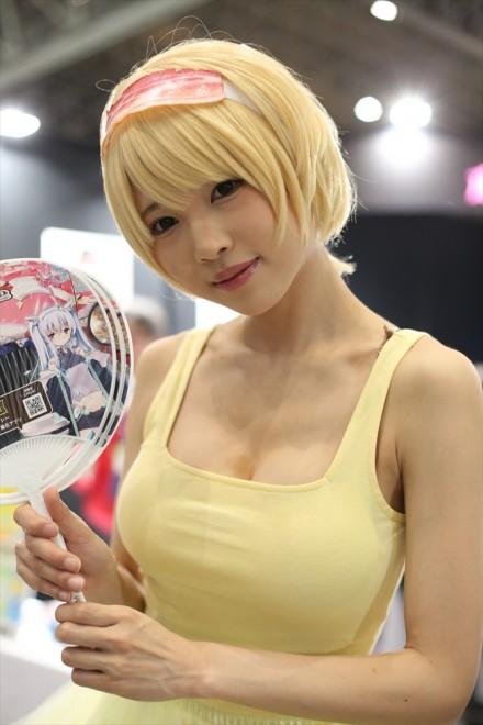 『ニコニコ超会議2018』コスプレイヤー・南楓さん<br>(『互助交通』ブース)