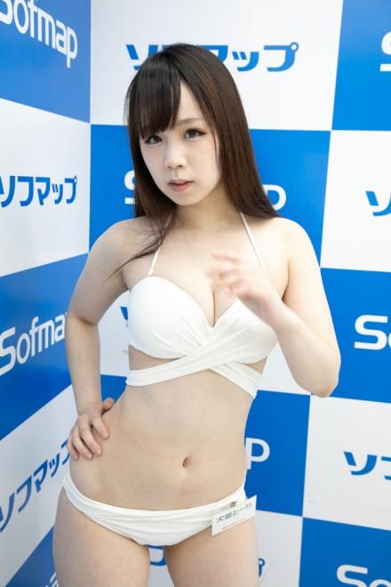 『サンクプロジェクト×ソフマップ』コスプレイヤー・犬童とーりさん<br>(『水着』)