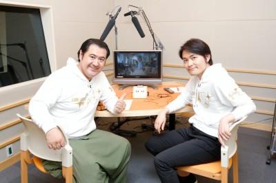 (左から)小手伸也、古沢良太 (C)フジテレビ