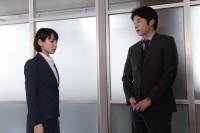 『健康で文化的な最低限度の生活』場面カット(左から吉岡里帆、田中圭)