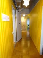 客室間の廊下。フロアによってカラー、デザインが異なる