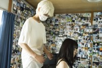 左から上杉柊平(お兄さん役)、山田杏奈(幸役)/ドラマ『幸色のワンルーム』(ABCテレビ)場面写真