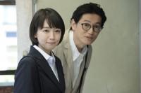 『健康で文化的な最低限度の生活』場面カット(左から吉岡里帆、井浦新)