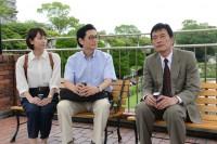 『健康で文化的な最低限度の生活』場面カット(左から吉岡里帆、井浦新、遠藤憲一)