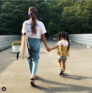 愛娘と公園へ。神庭さんインスタ(@kei0227)より
