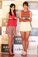 くら寿司の新商品発表会に登壇した(右から)稲村亜美と井本彩花