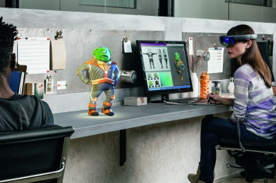 「Microsoft Hololens(マイクロソフトホロレンズ)」使用風景