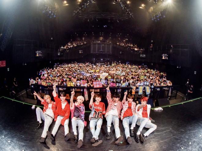 月31日にマイナビBLITZ赤坂で開催された『JAPAN DEBUT SHOWCASE』の模様 (撮影:河上 良)