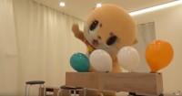風船を全力で殴るちぃたん☆(カワウソちぃたん☆ YouTubeより)