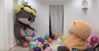 友達のしんじょう君と風船を割りまくるちぃたん☆(カワウソちぃたん☆ YouTubeより)