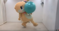 自分で蹴ったボールが顔面にヒットするちぃたん☆(カワウソちぃたん☆ YouTubeより)