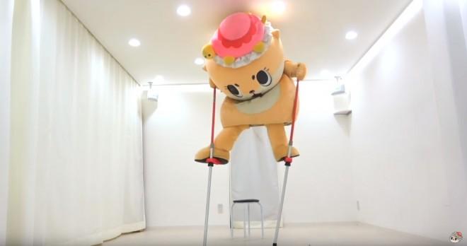 竹馬に挑戦するちぃたん☆(カワウソちぃたん☆ YouTubeより)