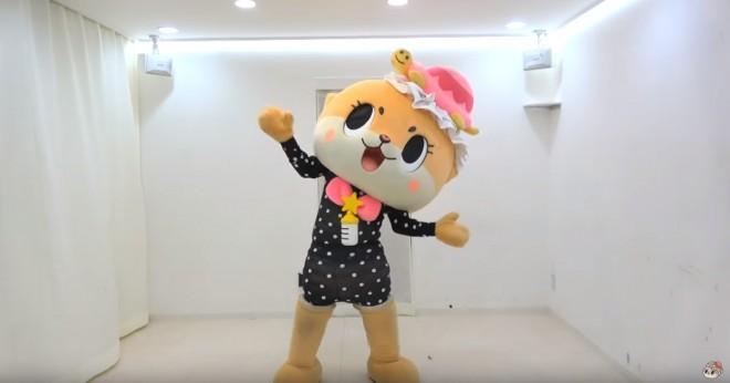 ZOZOスーツをまとうちぃたん☆(カワウソちぃたん☆ YouTubeより)