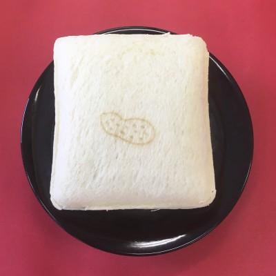 """現在はパンの中央に""""ピーナッツ柄""""が。"""