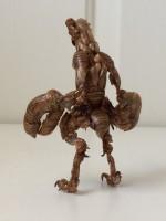 セミの抜け殻アート「バルタン星人」
