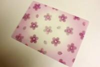 透け感のあるほのかなピンクが桜を際立たせる『花咲く下敷』