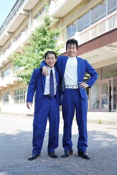 ドラマ『今日から俺は!!』 谷川安夫役の矢本悠馬(左)、今井勝俊役の太賀(右)