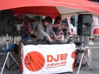 ミックスCD『ラブとポップ〜好きだった人を思い出す歌がある〜 mixed by DJ和』販促イベントの模様 (2008年、海老名サービスエリアにて)