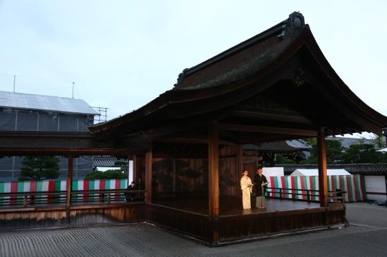 オープニングセレモニーが行われた世界遺産に登録されている京都・西本願寺の南能舞台