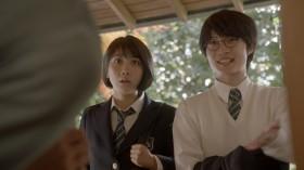 細杉くんの家を訪れた松本さんと高杉くん