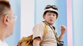 大冒険に出かけるかのような服装のサンドウィッチマン・富澤たけし