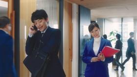「大人にも進路を相談できるところが必要」と提案する深田恭子