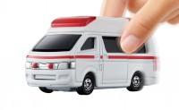 『トミカ4D 06 トヨタ ハイメディック救急車』(税抜1600円)