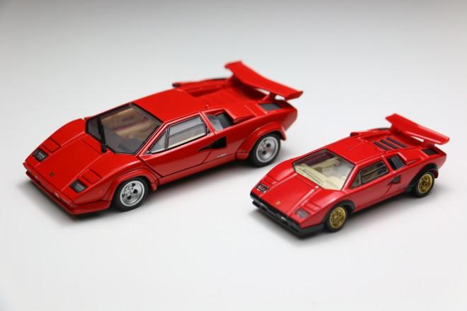 【11月17日発売予定】『トミカプレミアムRS Lamborghini Countach LP 500 S』(左)と『タカラトミーモールオリジナル トミカプレミアム ランボルギーニ カウンタック LP 500 S』(右)のサイズ比較