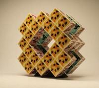 セロテープアート「セロキューブ.1-2」(180×170×180cm(回転式))