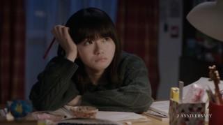 勉強中で少し煮詰まった様子の山田杏奈