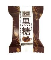 沖縄サトウキビのミネラルを含む黒糖をぎゅっと配合『ファミリー黒糖石鹸』¥190(税抜)