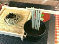 ガンプラお惣菜「ザクそば」(C)創通・サンライズ
