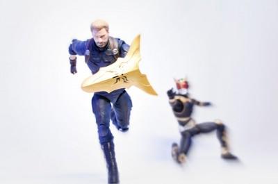 『Get This Man a Shield.』