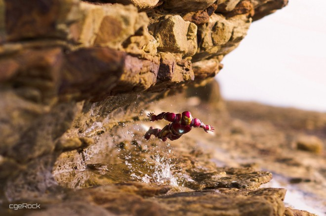 見事な躍動感!アイアンマンが海岸の岩場を飛行 写真提供:シゲロックさん