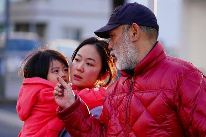 黒木華に演出をする撮影現場の中島哲也監督(C)2018「来る」製作委員会