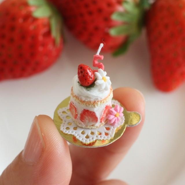 【小さないちごのバースデーケーキ】制作:みすみ工房(みすみともこ)