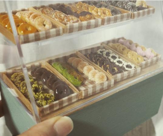 【ドーナツのショーケース】制作&写真/misaki