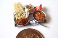 【給食(12月のある日。ソフト麺とケーキ)】制作:Shibazukeparipari