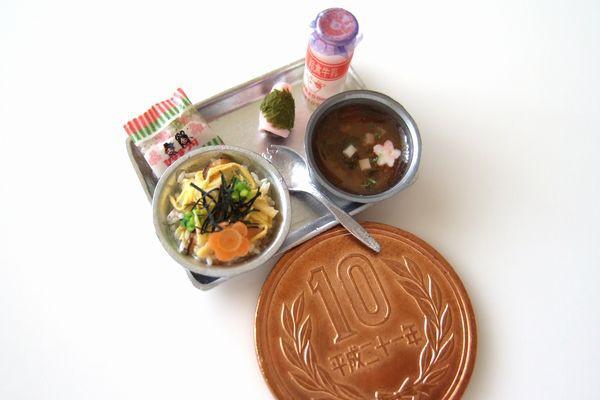【給食(3月のある日。ひなあられと桜もち)】制作:Shibazukeparipari