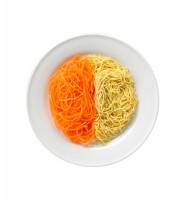 サラダクラブの『ベジタブル麺 にんじん』。半分置き換えのおすすめはラーメン