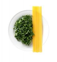 サラダクラブの『ベジタブル麺 ケール』。半分置き換えのおすすめはパスタ