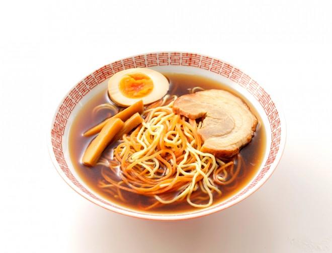 サラダクラブの『ベジタブル麺 にんじん』を使ったしょうゆラーメン
