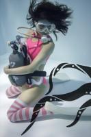 「水中ニーソ」モデル:えみりんご