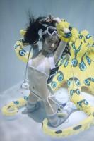 「水中ニーソ」モデル:真縞しまりす/ヒョウモンダコ:海洋堂