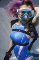 「水中ニーソ」モデル:MOMOCO