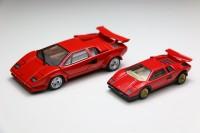 『トミカプレミアムRS Lamborghini Countach LP 500 S』(左)と『タカラトミーモールオリジナル トミカプレミアム ランボルギーニ カウンタック LP 500 S』(右)のサイズ比較
