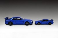 『トミカプレミアムRS 日産 スカイライン GT-R V・specII Nur(ベイサイドブルー)』(左)と『トミカプレミアム11 日産 スカイライン GT-R V-SPEC II N?r』(右)比較