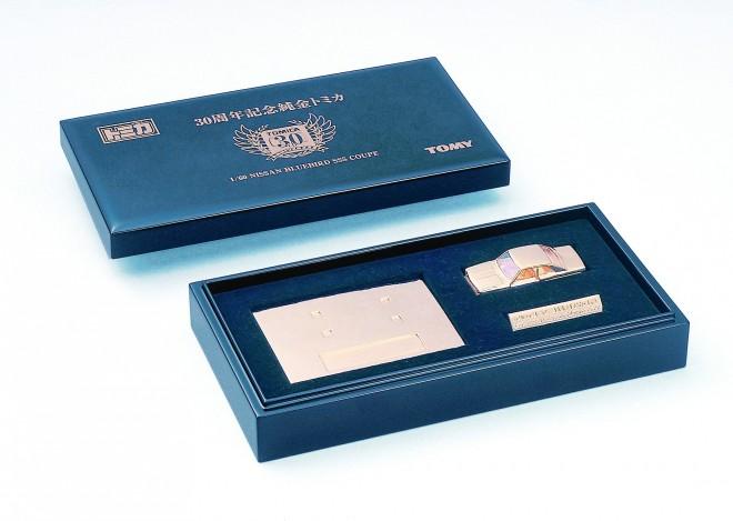 30周年記念で作られた1台100万円の『純金トミカ』