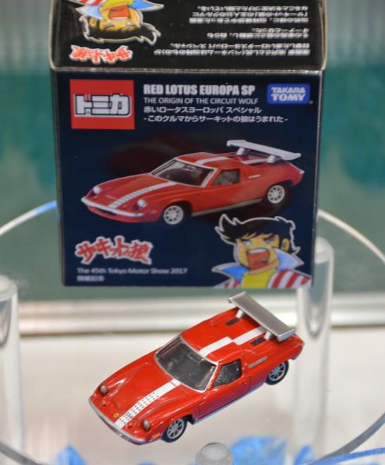 『赤いロータスヨーロッパ スペシャル−このクルマからサーキットの狼はうまれた−』(税込860円)/『第45回東京モーターショー2017』タカラトミーのブースにて (C)oricon ME inc.