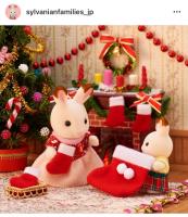 「おねえちゃん!わたし、サンタさんがクリスマスプレゼントを入れてくれるくつ下を準備したの!」「えぇー!そんなに大きいの?!」ショコラウサギの赤ちゃんは何をお願いしたのかな?